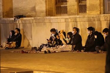 حضور خانوادگی افراد در مراسم احیای شب بیست و یکم ماه رمضان در اصفهان