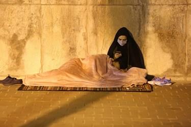 حضور زوجهای جوان در مراسم احیای شب بیست و یکم ماه رمضان در اصفهان