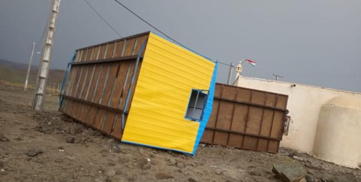 باران شدید کپرهای مردم نوگین و گیشدان جاسک را تخریب کرد