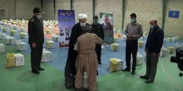 توزیع 600 بسته معیشتی سپاه بین کارگران فصلی سقز
