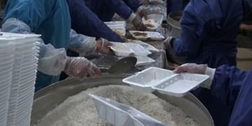 فیلم|طبخ و توزیع غذای گرم با همکاری بنیاد علوی در قصرقند