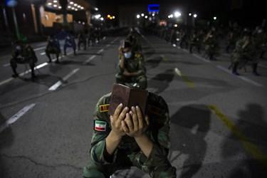 قرآن سر گرفتن دانشجویان  در مراسم  احیای شب بیستوسوم دانشکده افسری امام علی (ع)