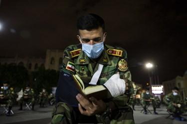 قرائت دعای جوشن کبیر توسط دانشجویان در مراسم احیای شب بیستوسوم دانشکده افسری امام علی (ع)