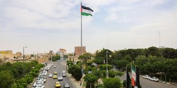 اهتزار پرچم فلسطین در میدان روح الله قم