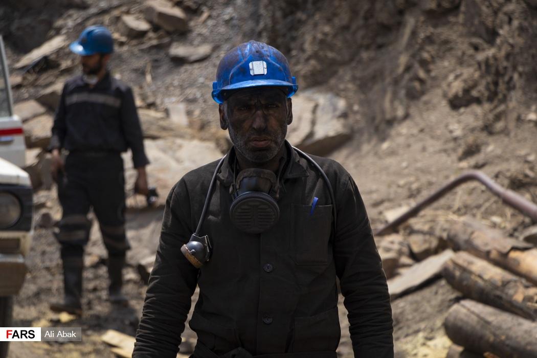 یک معدنچی پس از ساعتها جستوجوی حادثهدیدگان
