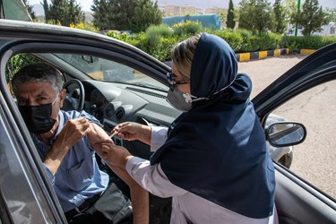 تزریق دوز اول واکسن کرونا چینی سینوفارم / نمایشگاه بین المللی گلستان شیراز