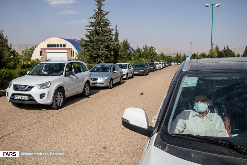صف تزریق واکسن خودرویی در نمایشگاه بین المللی گلستان شیراز