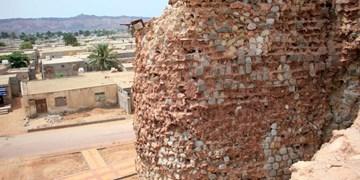 دیوار قلعه پرتغالیهای جزیره هرمز فروریخت
