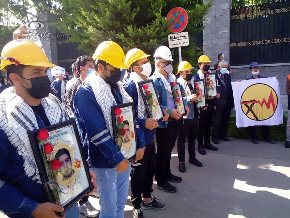 تجمع کارکنان شرکت توزیع برق مقابل مجلس / مطالبه لغو آزمون استخدامی و همسازان سازی حقوق 3