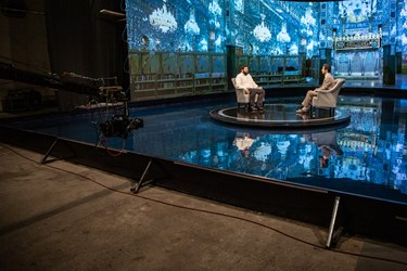 نجم الدین شریعتی و جواد تاجیک در پشت صحنهی برنامه سحرگاهی «ماه من»