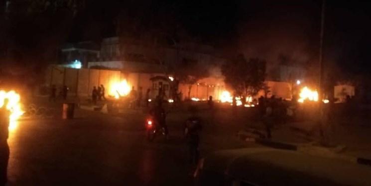 آتش زدن دیوار کنسولگری ایران در کربلا+فیلم