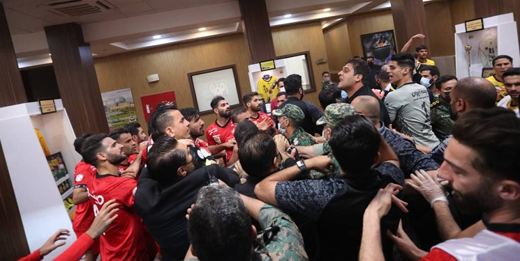 تصاویری از درگیری زشت بازیکنان سپاهان و پرسپولیس