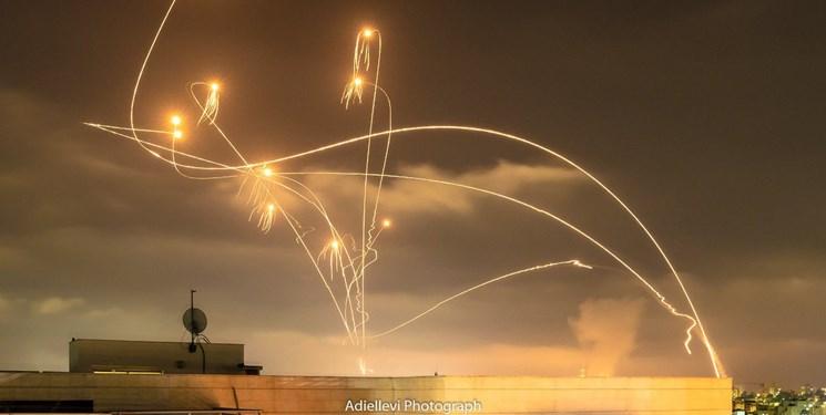 شلیک بیش از ۲۵۰ راکت و موشک از نوار غزه/ ۷ صهیونیست در عسقلان زخمی شدند