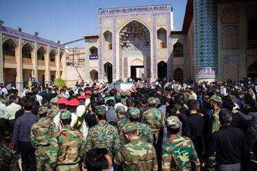 مراسم تشییع پیکر شهید مدافع امنیت «صادق کریمی» / حرم مطهر حضرت شاهچراغ (ع) شیراز