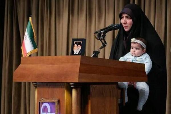 14000224000116 Test PhotoL - مادری که رهبر انقلاب برایش دعا کردند کیست؟/ قرار نبود دخترم را پشت تریبون ببرم+فیلم