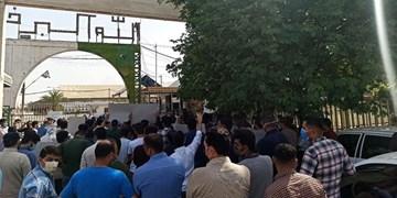 تجمع دانشجویان مقابل کارخانه نیشکر هفتتپه به مناسبت خلع ید مالک