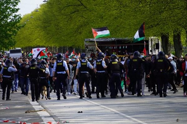 14000225000440 Test PhotoL - حمله پلیس دانمارک به تظاهرات حمایت از فلسطین+فیلم