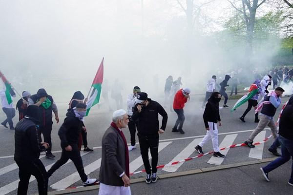14000225000456 Test PhotoL - حمله پلیس دانمارک به تظاهرات حمایت از فلسطین+فیلم
