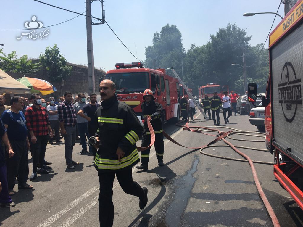 14000226000645 Test NewPhotoFree - آتشسوزی پنج مغازه در رشت پای شهردار را هم به میدان کشاند + فیلم و عکس