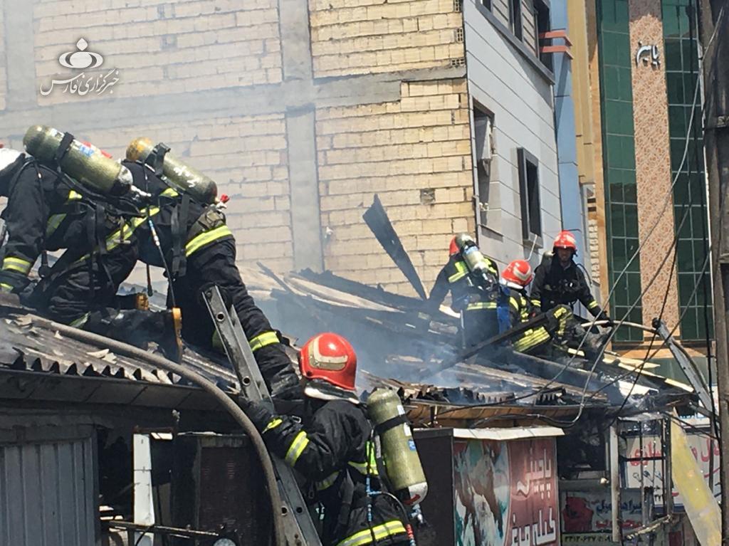 14000226000646 Test NewPhotoFree - آتشسوزی پنج مغازه در رشت پای شهردار را هم به میدان کشاند + فیلم و عکس