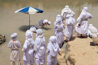 مندائیان پیروان حضرت یحیی هستند و اعمال وآداب به خصوصی دارند در قران مجید هم از ایشان یاد شده است