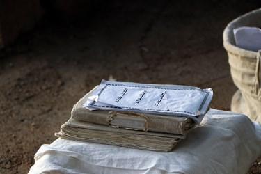 کتاب مقدس منداییان گنزا ربا (گنج عظیم) نام دارد که بر پایه اعتقاد آنها توسط جبرییل بر اولین پیامبر صابئین ( آدم) نازل شد