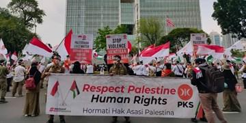 تظاهرات مردم اندونزی علیه رژیم صهیونیستی مقابل سفارت آمریکا در جاکارتا+فیلم