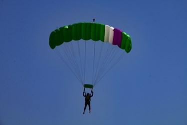 عکس  جشنواره سقوط آزاددر آسمان بوجاق