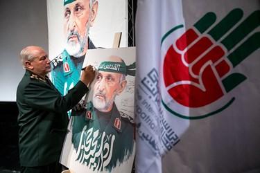 امضاء لوح یادبود مراسم اربعین سرلشکر شهید سید محمد حجازی توسط سرلشکر رحیم صفوی دستیار و مشاور عالی فرمانده معظم کل قوا