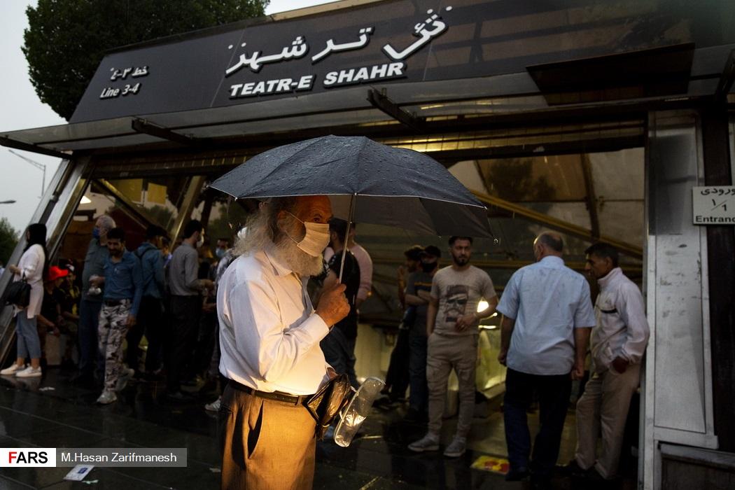 باد و باران شدید در پایتخت - چهار راه ولیعصر