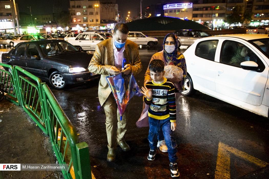 باد و باران شدید در پایتخت - میدان  انقلاب