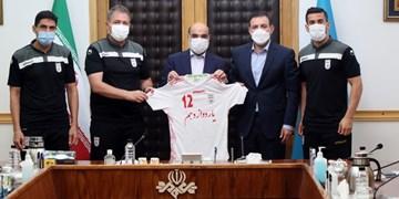 دیدار سرمربی و کاپیتان تیم ملی با رئیس صدا و سیما/ اسکوچیچ: میتوانیم با دست پر به ایران برگردیم