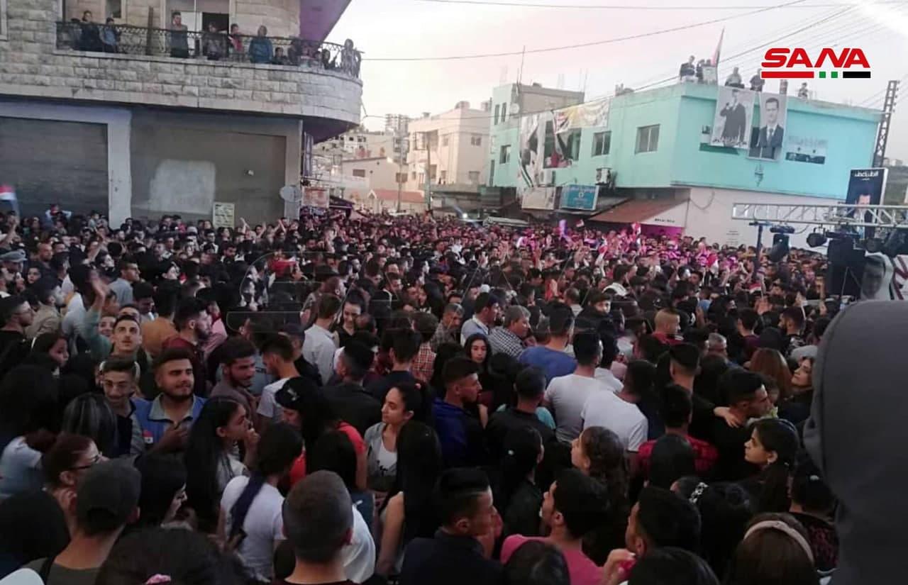 ادامه جشن و پایکوبی مردم شهرهای مختلف سوریه به مناسبت پیروزی اسد+ تصاویر