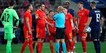 بازیکنان فرانسه عصبانی از تصمیم عجیب داور؛ بازیکن حریف را اخراج نکن +فیلم