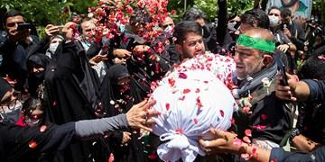 خاکسپاری دو شهید گمنام     در بوستان اندیشه