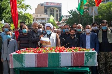 اقامه نماز میت بر دو شهید گمنام در بوستان اندیشه