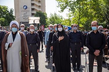 شهردار منطقه 7 تهران در تشییع دو شهید گمنام در بوستان اندیشه