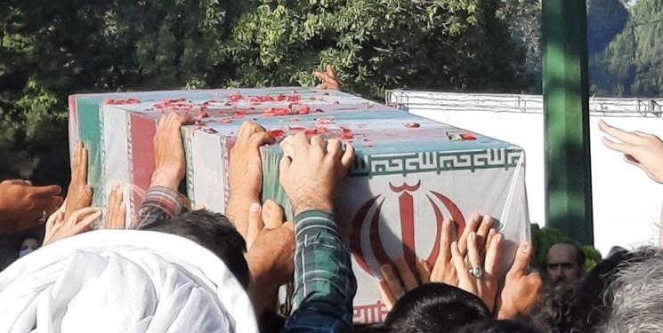خاکسپاری پیکر شهدای گمنام در حاشیه دریاچه شهدای خلیج فارس