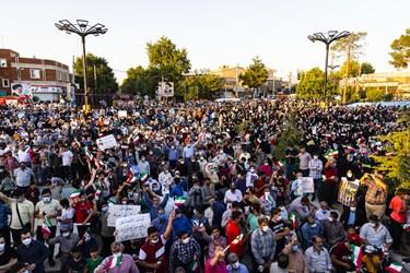 استقبال مردم  از آیتالله سید ابراهیم رئیسی کاندیدای سیزدهمین دوره ریاست جمهوری در مسجد جامع ورامین