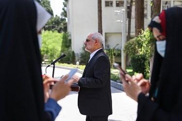 محسن حاجی میرزایی وزیر آموزش و پرورش پس از پایان جلسه هیأت وزیران در جمع خبرنگاران / ۱۹ خردادماه ۱۴۰۰