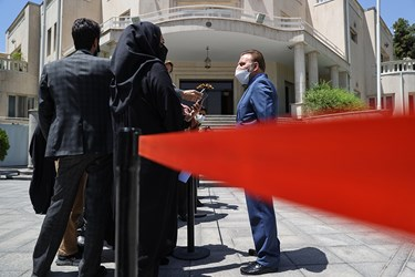 محمود واعظی رییس دفتر رییس جمهور پس از پایان جلسه هیأت وزیران در جمع خبرنگاران / ۱۹ خردادماه ۱۴۰۰