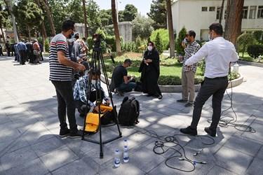 خبرنگاران حاضر در حیاط هیأت وزیران / ۱۹ خردادماه ۱۴۰۰
