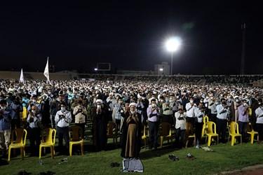 قبل از ورود آیت الله رئیسی به استادیوم تختی اهواز ، نماز جماعت برگزار شد