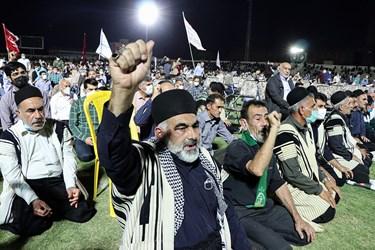 در میان استقبال کنندگان قشرهای مختلف از جمله جوانان و نیز افرادی با پوشش اقوام مختلف از جمله عرب و بختیاری به چشم میخوردند