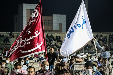 عشایر و طوایف عرب خوزستان با پوشیدن لباس محلی و در دست داشتن بیرق عشیره خود حمایت خود را از رییسی بیان داشتند.