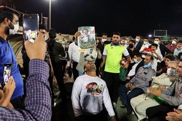 در حاشیه مراسم، اجرای حرکات نمایشی با توپ توسط عبدالجمال مقدم انجام شد