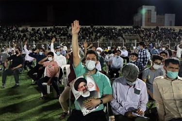 هواداران وی اما با وجود گرمای بالای ۴۵ درجه اهواز، از حدود ساعت ۱۸ برای شرکت در این سخنرانی در ورزشگاه تختی اهواز، حضور یافته بودند.