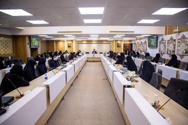 نشست علیرضا زاکانی نامزد سیزدهمین دوره انتخابات ریاست جمهوری با بانوان برجسته حوزههای مختلف