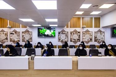 نشست بانوان برجسته حوزههای مختلف با علیرضا زاکانی نامزد سیزدهمین دوره انتخابات ریاست جمهوری