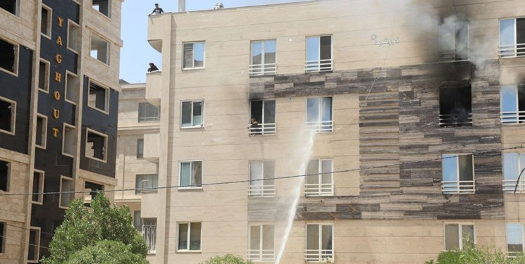 گرفتار شدن ۱۰ نفر در حریق یک آپارتمان مسکونی مشهد